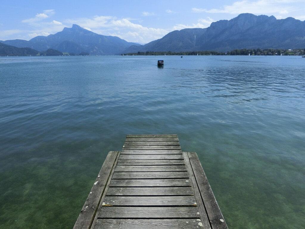 Foto beim angeln, ein steg in den see bei wunderschönen Wetter