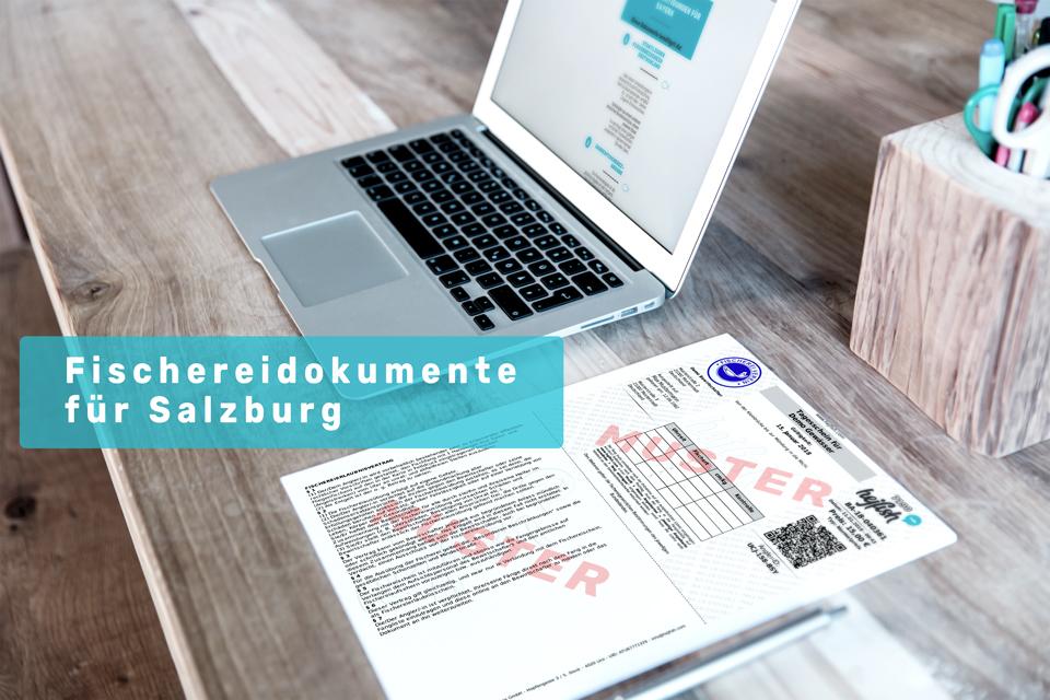 """Laptop und Schreibtisch mit Schriftzug """"Fischereidokumente Salzburg"""""""