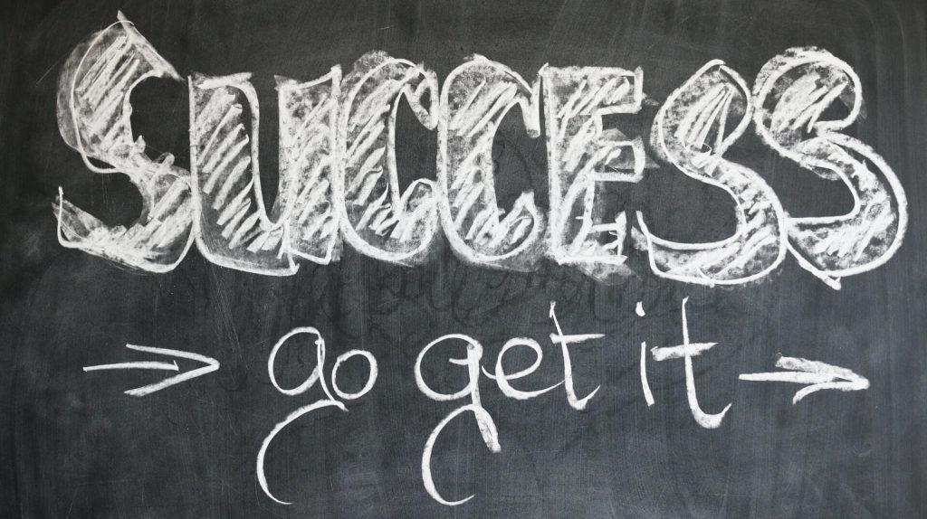 Tafel mit dem Spruch Success go get it