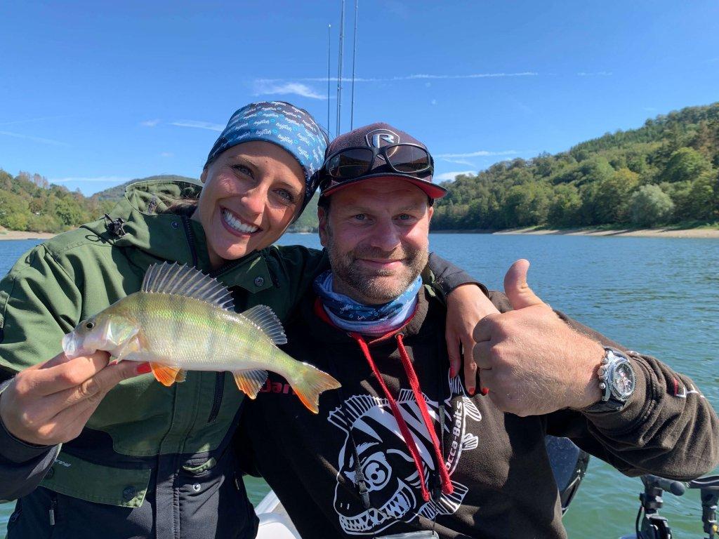 Claudia Darga auf Raubfischjagd