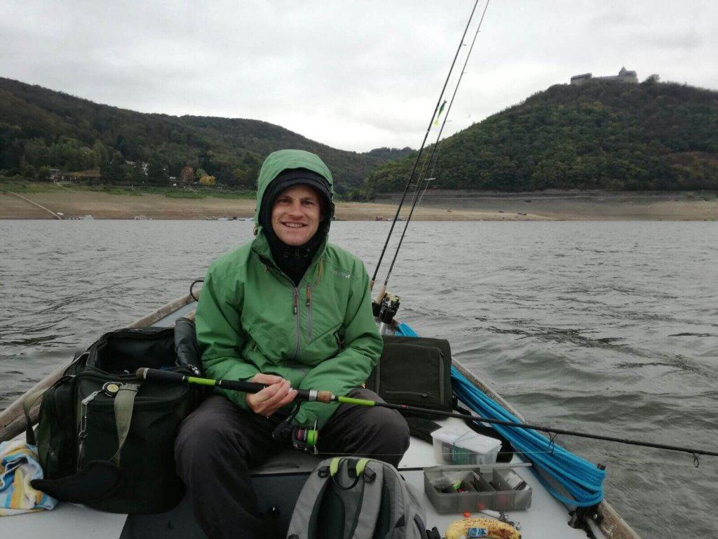 Werner angelt vom Boot