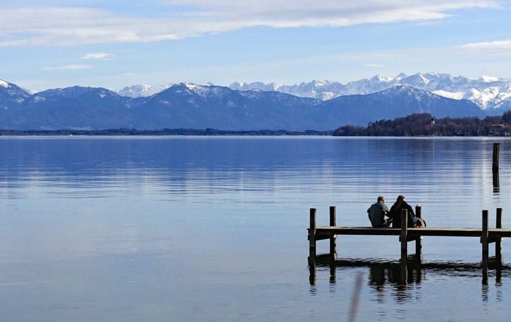 Angeln am Starnberger See mit schöner  Kulisse mit Blick auf Alpen