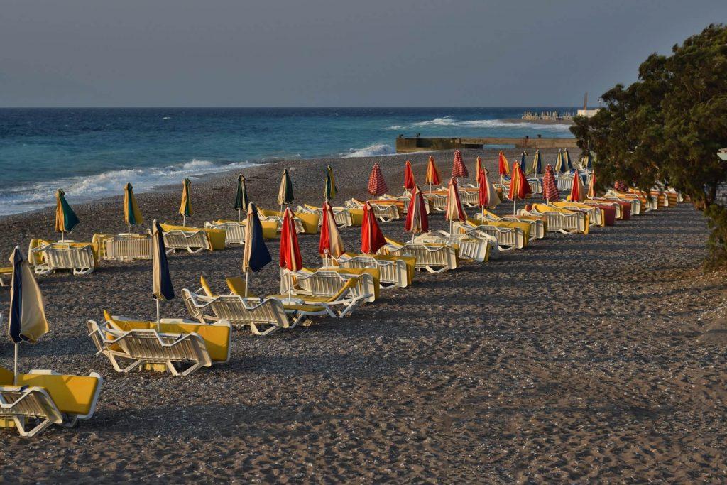 Strandurlaub am Strand mit Sitzmöglichkeit