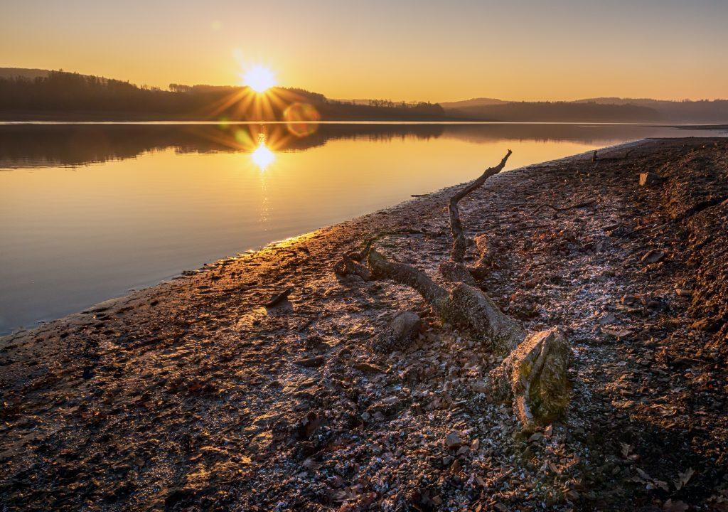 Sonnenaufgang am Möhnesee - Perfekter Zeitpunkt zum Angeln auf Hecht im Sommer