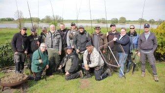 Gruppenfoto von Anglern.