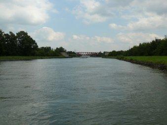 Der Datteln-Hamm-Kanal mit bewölkten Himmel.